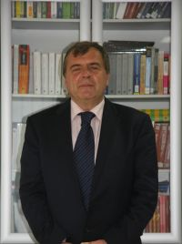 http://www.uacs.edu.mk/userfiles/images/Profesori%20-%20sliki/Faculty%20and%20Staff%20-%20sliki/Zoran%20Shapurikj.jpg
